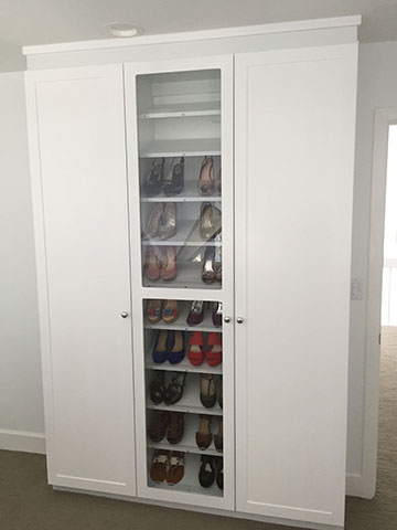 Custom Closets with Shoe Selves, Glass Doors and Knob